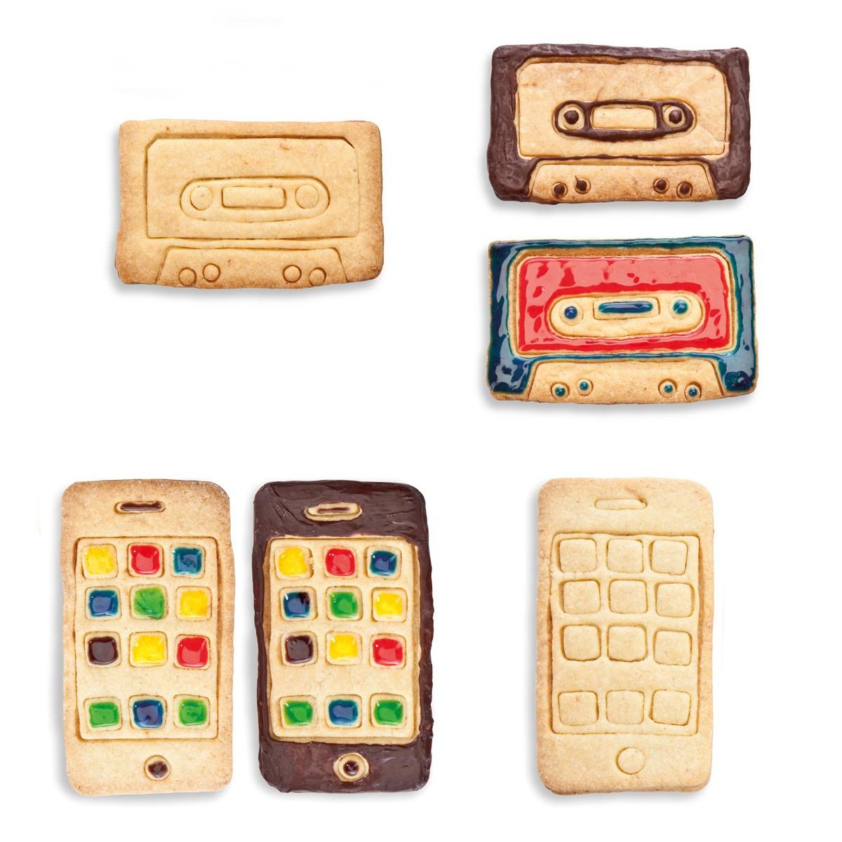 Foremki do ciastek w kształcie iPhona i kasety