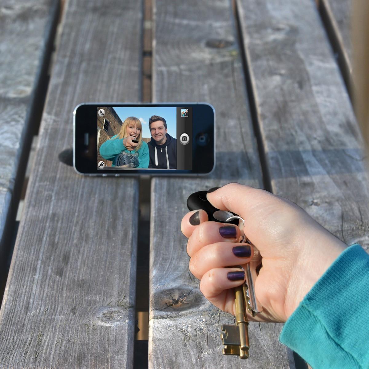 Brelok lokalizator z funkcją selfie