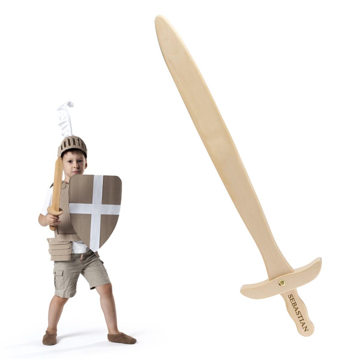 Epée en bois gravée