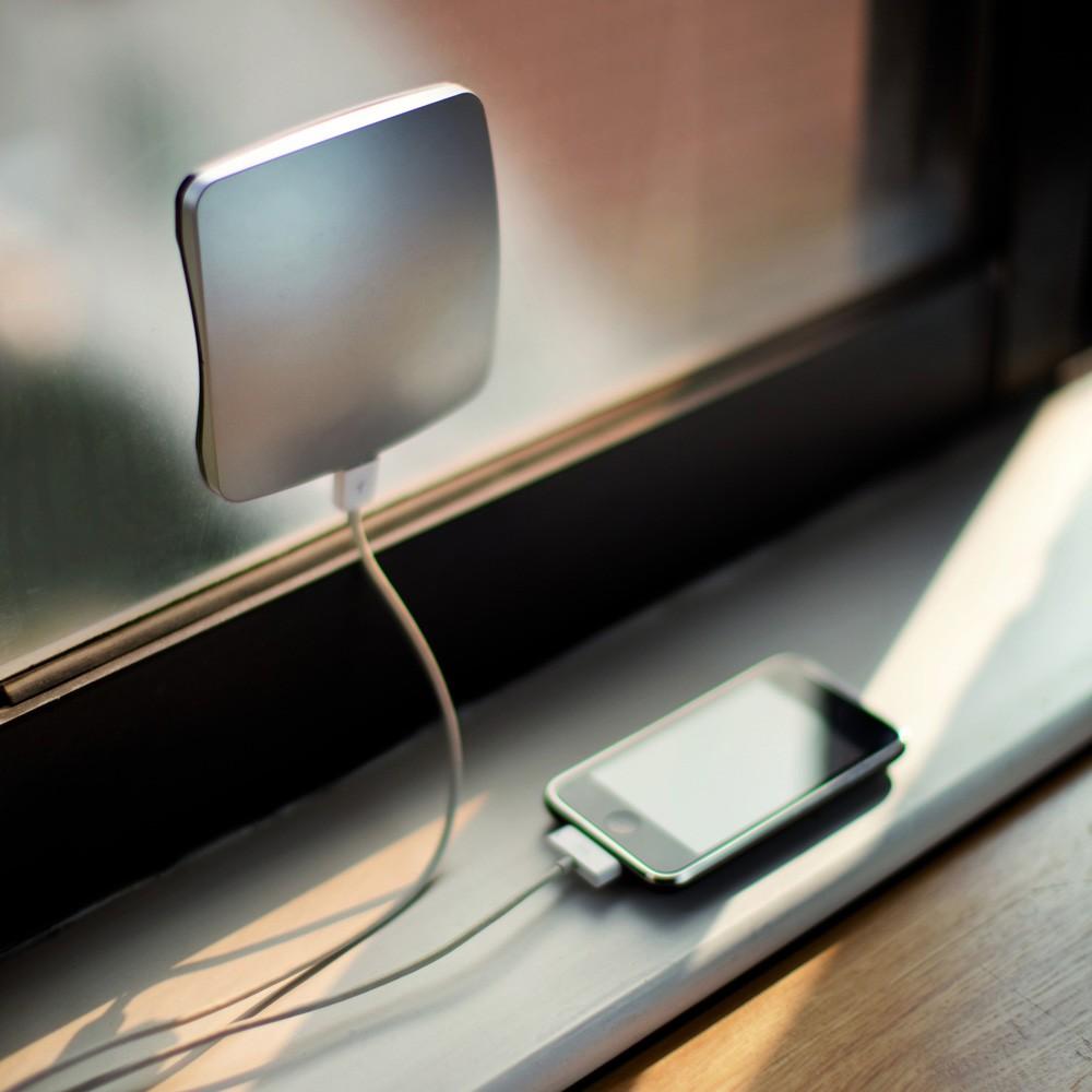 Ładowarka solarna na okno