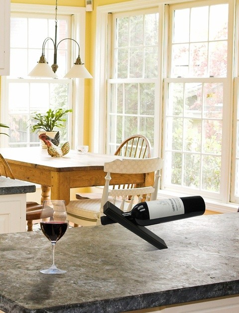 Magiczny stojak na wino