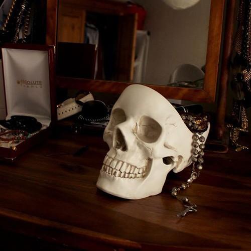 Naczynie na drobiazgi w kształcie czaszki