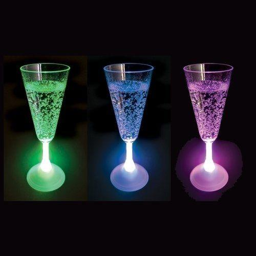 Świecące kieliszki do szampana