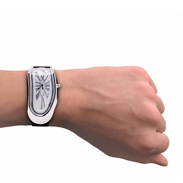 Topniejący zegarek w stylu Salvadora Dali